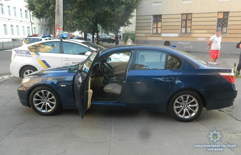 У Києві поліцейські завадили озброєним бандитам заволодіти чужим автом