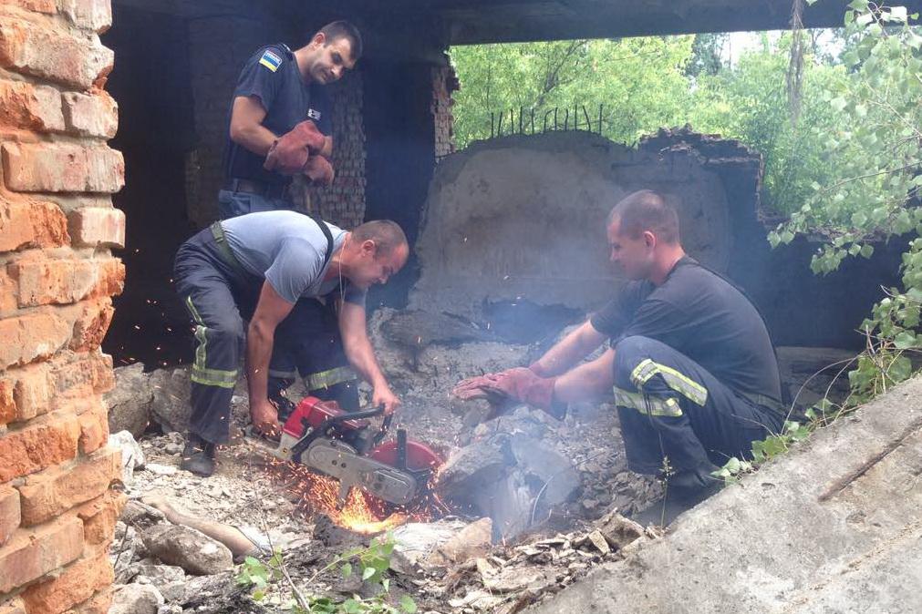 На Харківщині чоловік жахливо загинув під кількатонною плитою. ФОТО