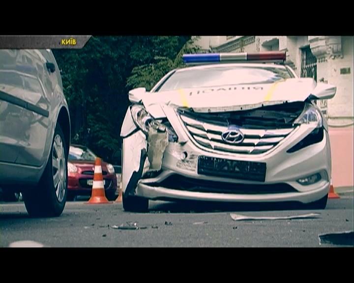 На столичному перехресті в ДТП потрапила автівка патрульних поліцейськ