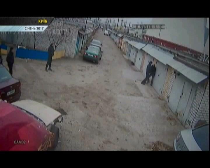 У Києві звільнилися двоє патрульних-учасників побиття чоловіка. ВІДЕО