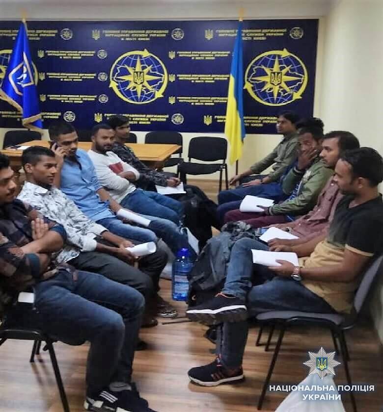 У Києві поліцейські виявили у хостелах 12 нелегалів. ФОТО