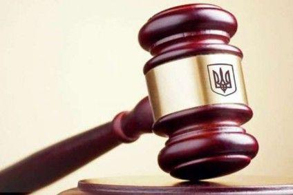 На Хмельниччині жінку засуджено за криваве вбивство матері сокирою