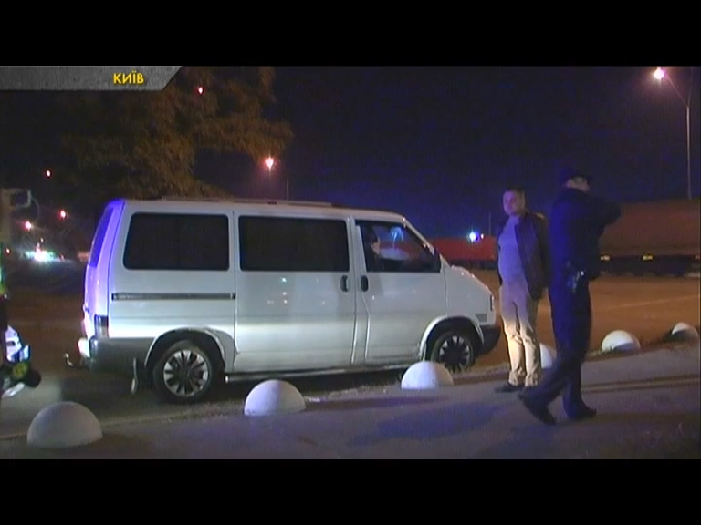 У Києві спіймали п'яного водія, який прикинувся пасажиром. ВІДЕО