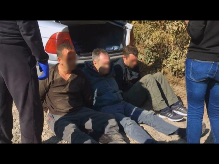 У Чернівцях затримали банду яка жорстко нападала та грабувала валютник