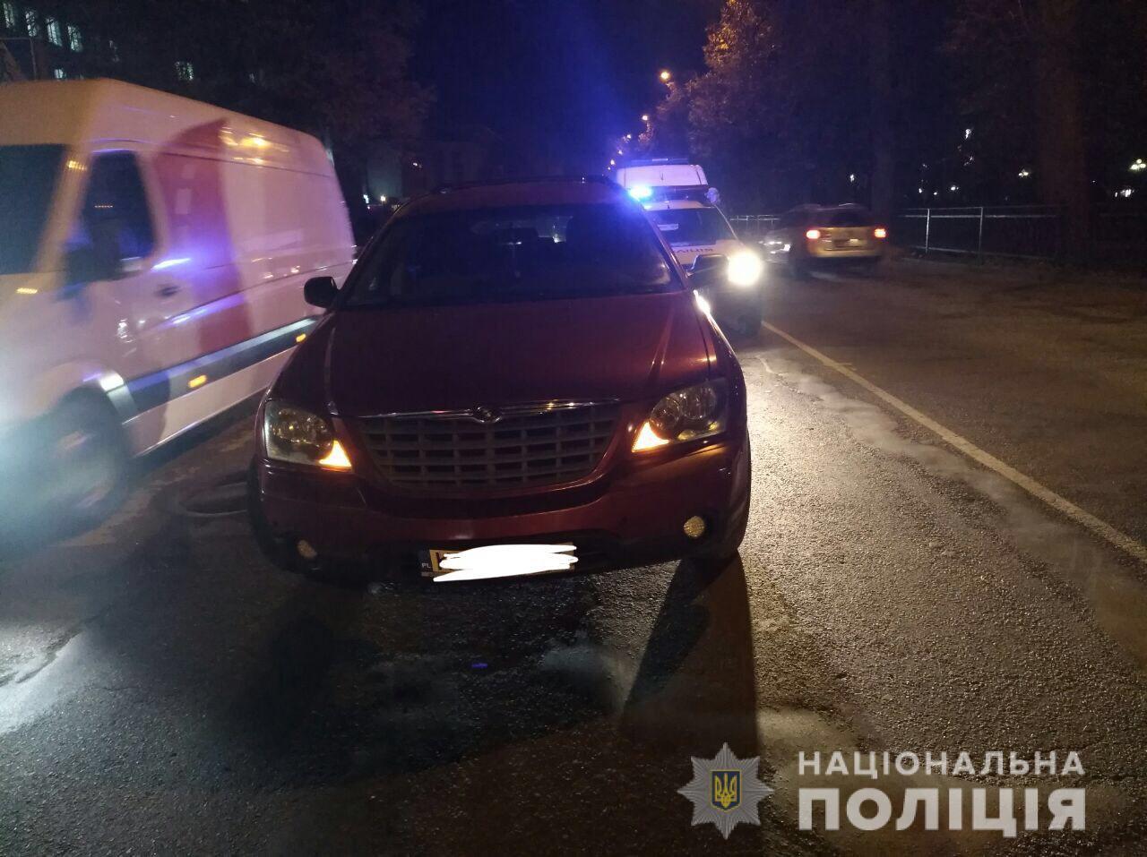 У центрі Рівного п'яний водій за кермом збив жінку та дитину. ФОТО