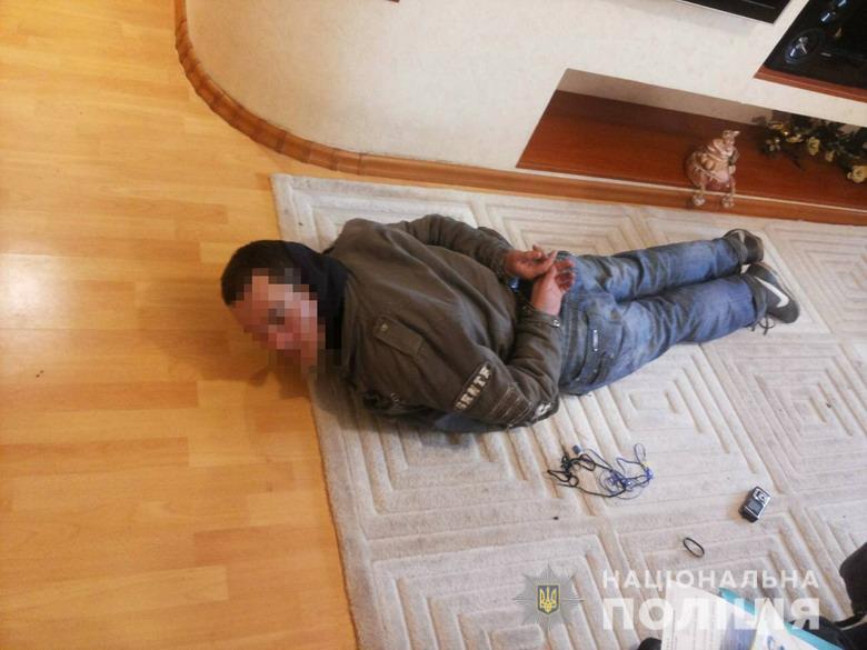 У Києві поліція охорони затримала домушника просто у квартирі. ФОТО