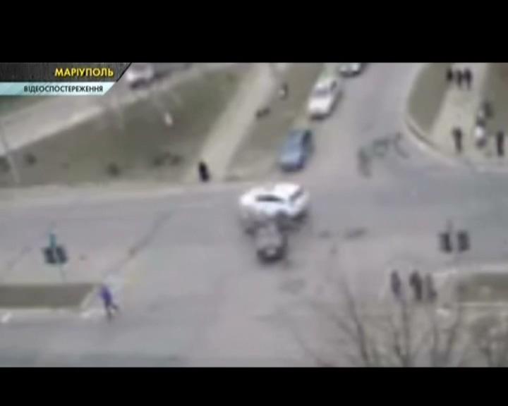 ДТП в Маріуполі, з'явилось відео з камер спостереження. ВІДЕО