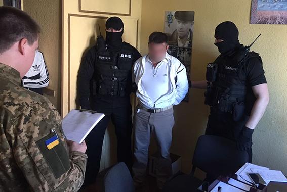 У Херсоні посадовця поліції намагався підкупити... співробітник ДФС