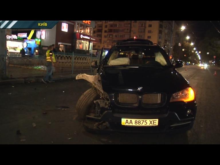 У центрі Києва сталася масштабна ДТП за участю 4-ох машин. ВІДЕО