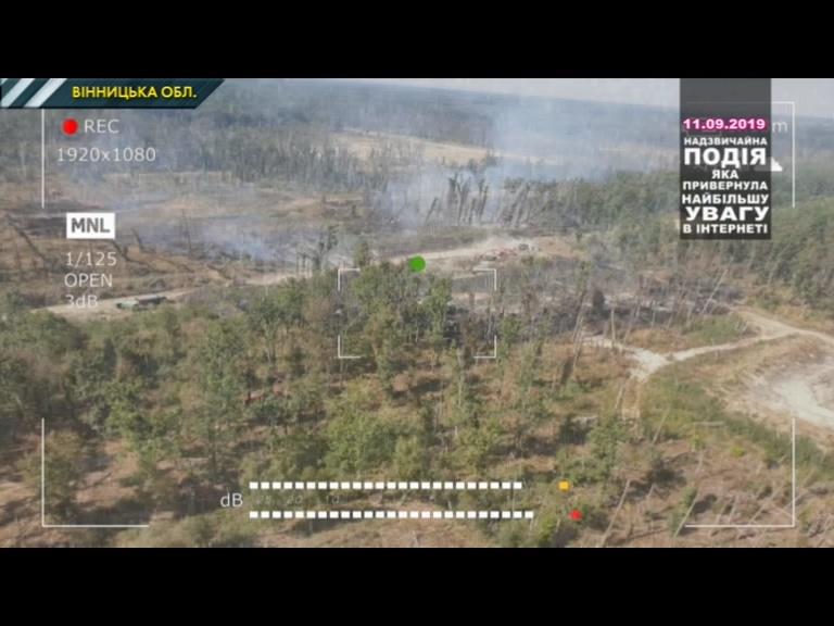 Рятувальники загасили пожежу біля військових складів у Калинівці. ВІДЕ