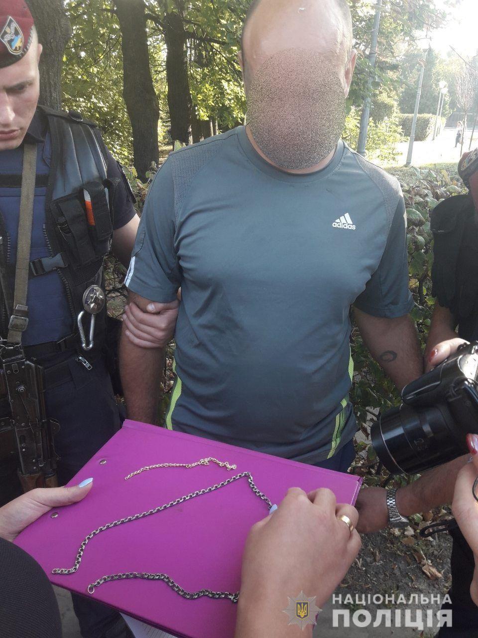 На Київщині зловмисник побив і обікрав чоловіка. ФОТО