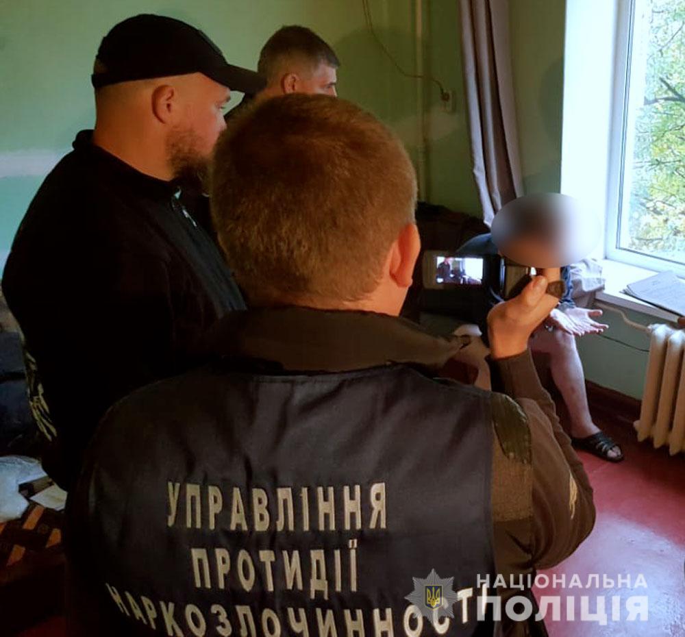 У Кременчуці поліцейські затримали торгівця важкими наркотиками. ФОТО