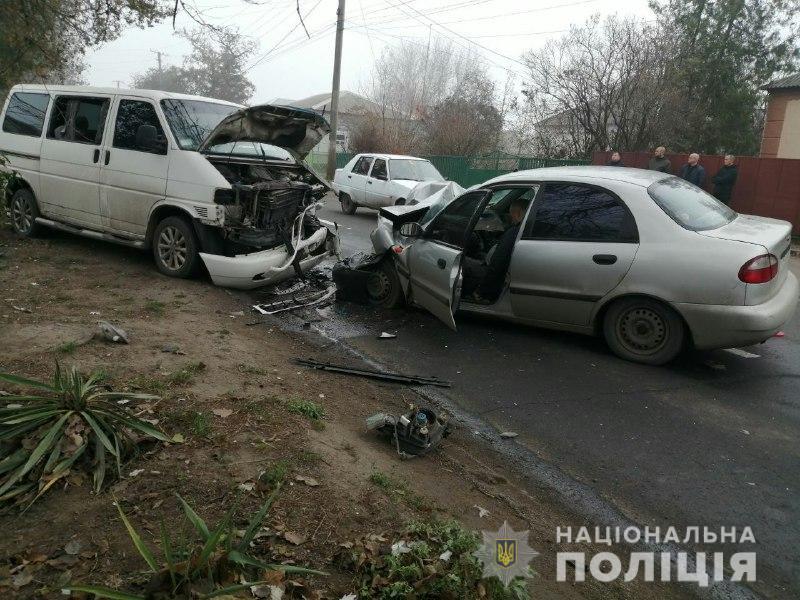 На Донеччині зіткнулись легковик та бусик, є загиблі та поранені. ФОТО