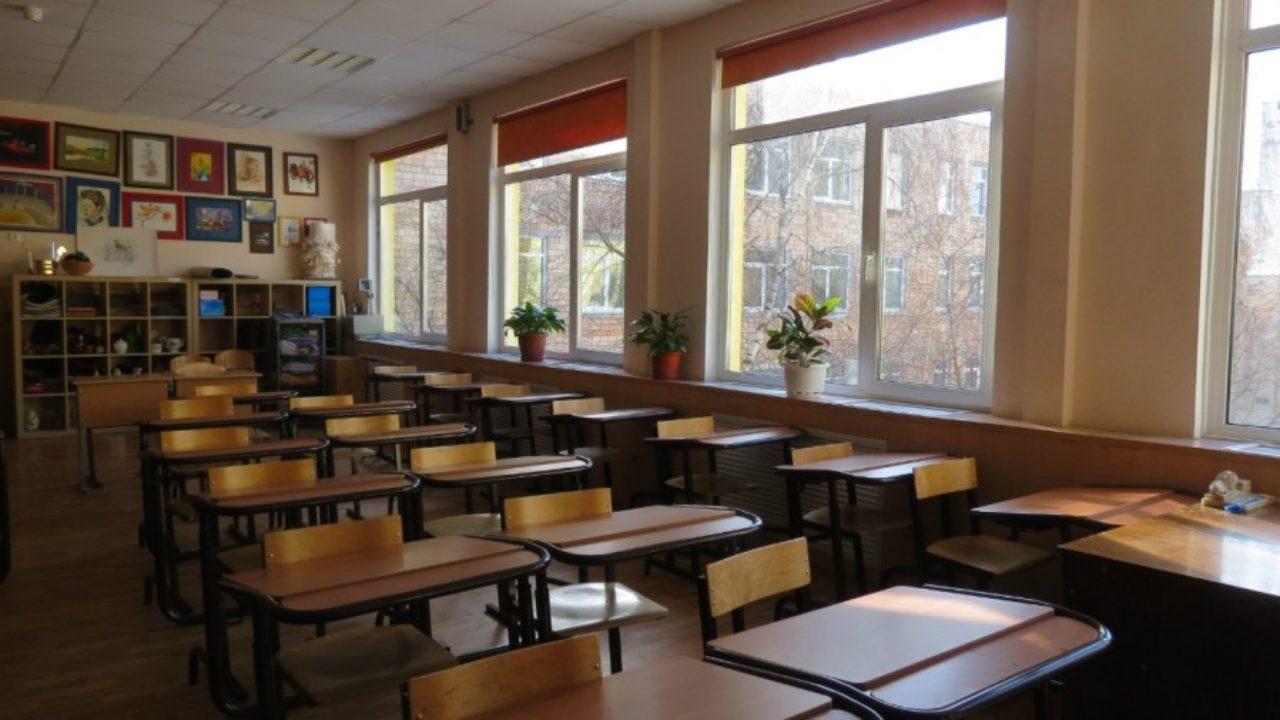 У Житомирі бажання учениці похизуватися призвело до евакуації всієї шк