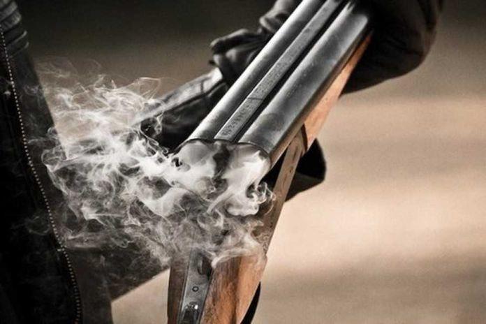 На Одещині чоловік вчинив стрілянину та вдарив сусіда прикладом