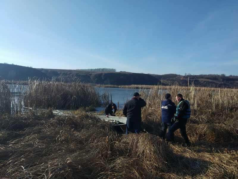 На Вінниччині рятувальники дістали з води тіло загиблого рибалки. ВІДЕ