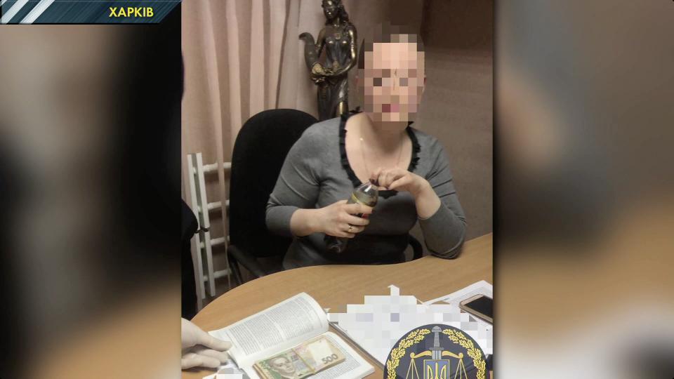 Помічниця харківського судді вимагала гроші від підозрюваного. ВІДЕО