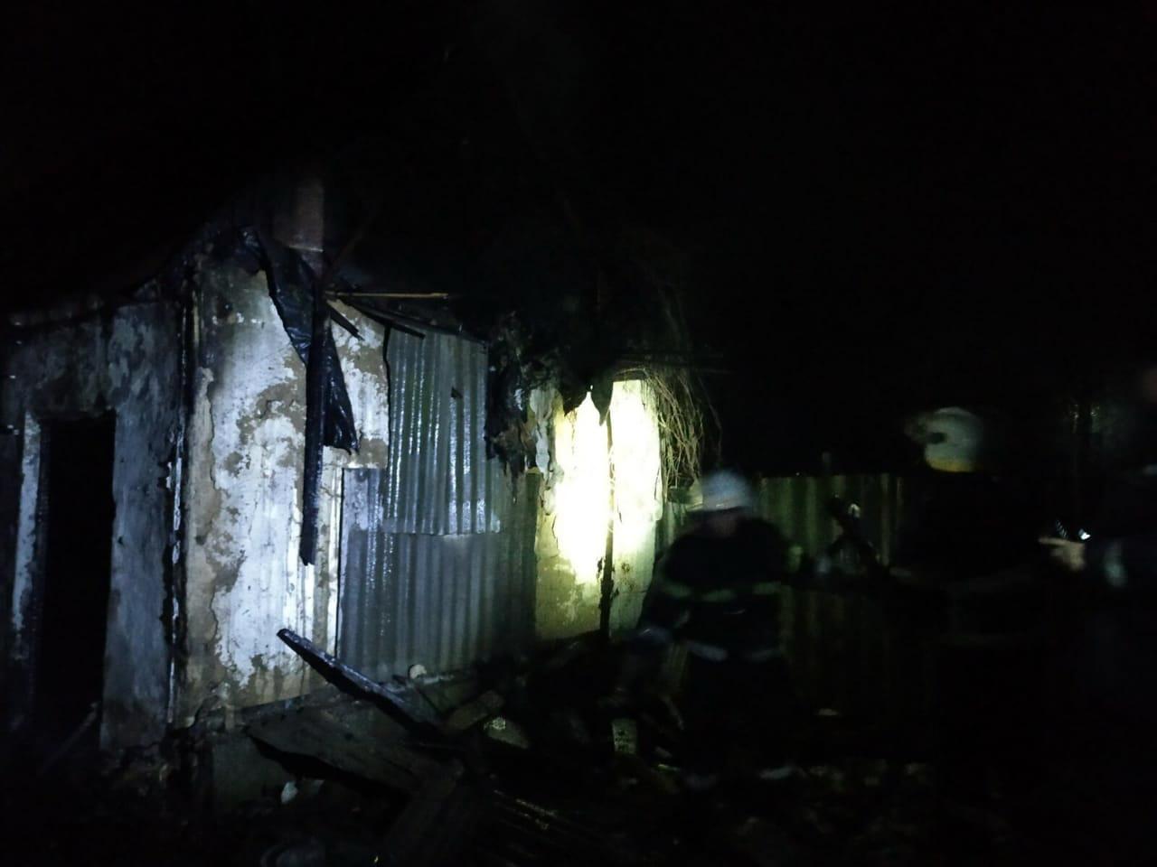 На Дніпропетровщині пожежа в літній кухні вбила людину, - ДСНС