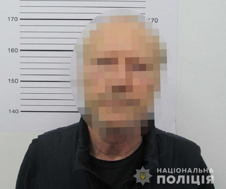 У Києві старенький дебошир кидався з ножем на перехожих