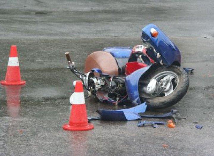 На Вінниччині скутер врізався в автомобіль, наслідки печальні
