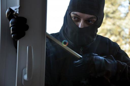 У Вінниці грабіжник вдерся в квартиру до двох пенсіонерок і не очікува