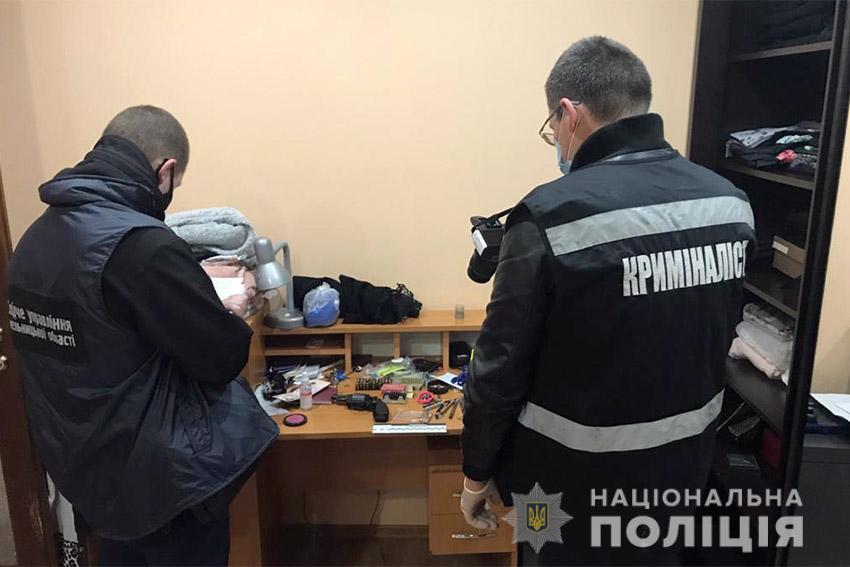 У Хмельницькому під час затримання сімейного насильника постраждав пол
