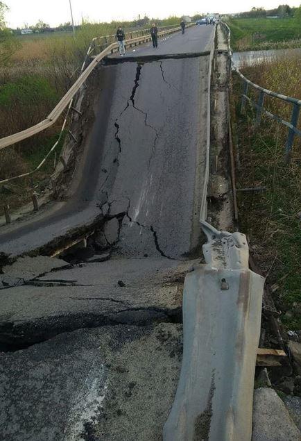 На Львівщині обвалився міст, автотраса «Львів-Луцьк» заблокована. ВІДЕ