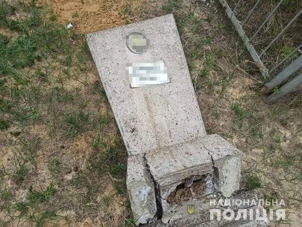 На Луганщині зухвалими цвинтарними вандалами виявилися троє школяриків