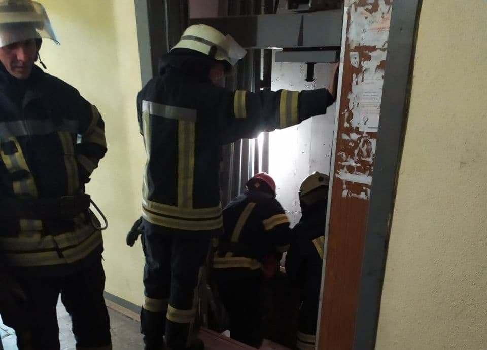 У Києві обірвався ліфт у висотці, є загиблий. ФОТО