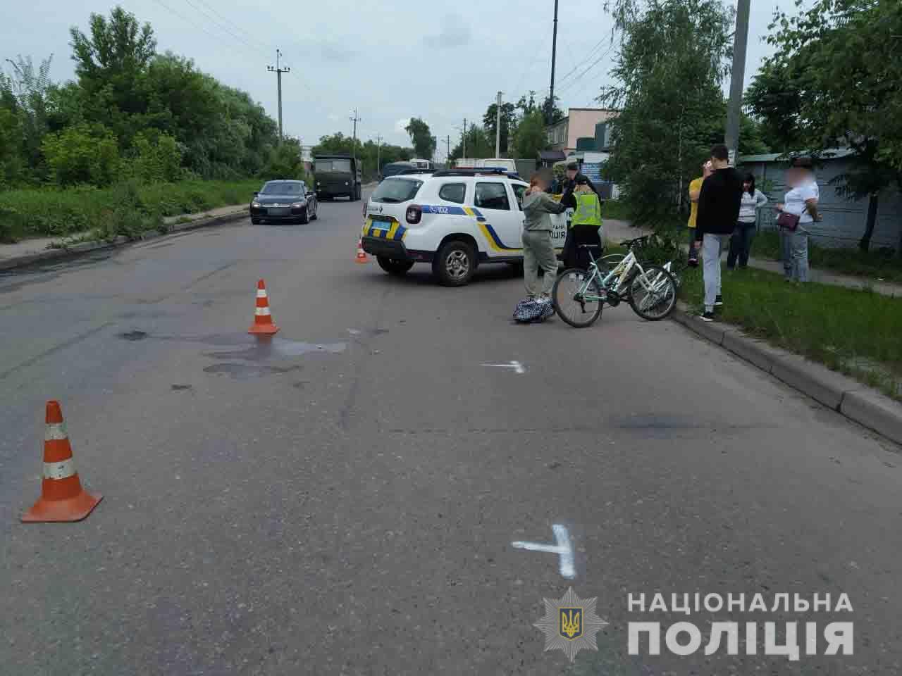 У Сумах 16-річна дівчина на велосипеді потрапила під автобус, - поліці