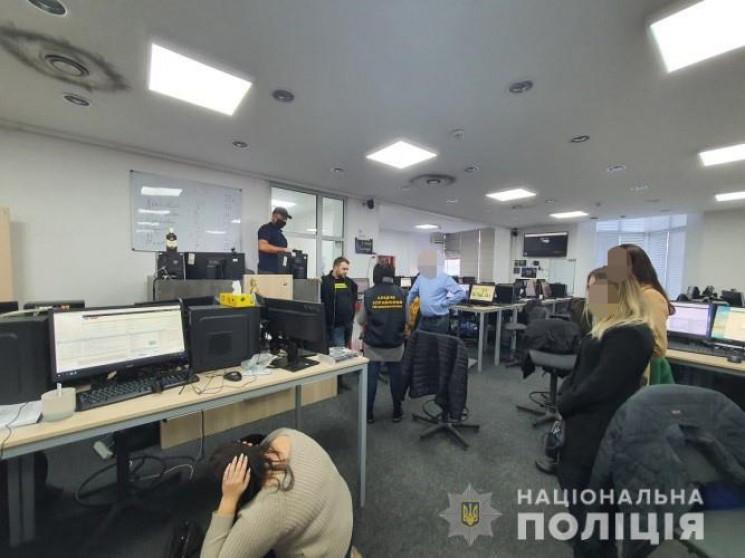 У Києві трьох так званих колекторів підозрюють у погрозах насильством