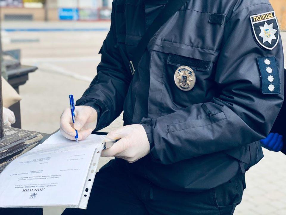 На Полтавщині неадекват погрожував охоронцю пляшкою, а поліцейським но