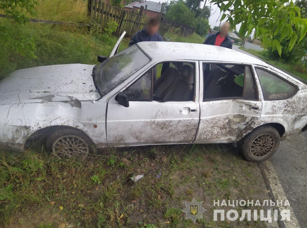 На Сумщині водій легковика не вписався у поворот та потрапив до лікарн