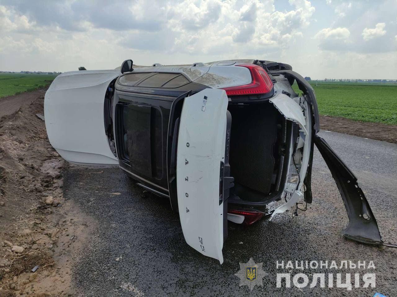 На Черкащині після зіткнення 4-х автівок постраждав маленький хлопчик.