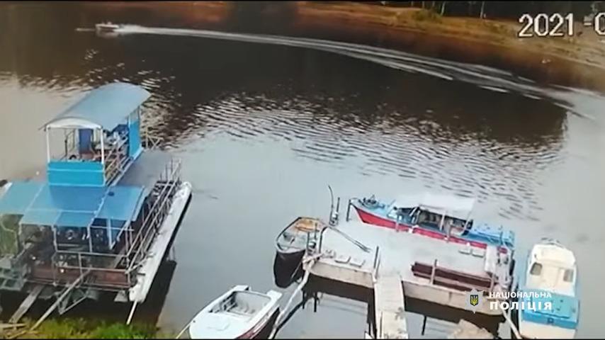 У Чернігові моторний човен травмував плавця, поліція проводить розслід