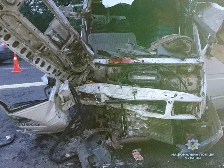 Смертельное ДТП под Львовом: столкнулись два микроавтобуса, много жертв